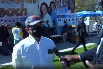 Ang Pangulo at CEO ng CDU na si Dr. David Carlisle ay nakapanayam sa Jesse Owens Park Immunization Event